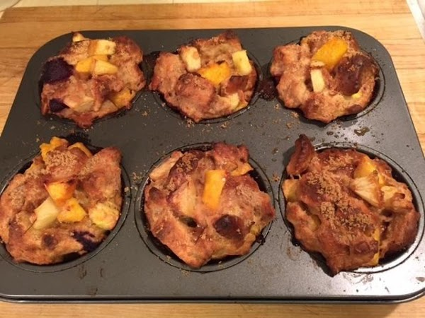 Divide the mixture between the 6 compartments of a lightly greased large muffin tin....