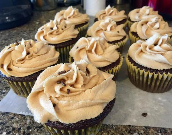 Chocolate Cupcakes With Peanut Butter Icing Recipe