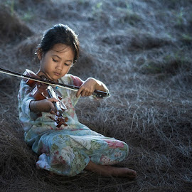 Young musician by Ruzely Abdullah - Babies & Children Child Portraits ( canon, asia, human interest, kid )