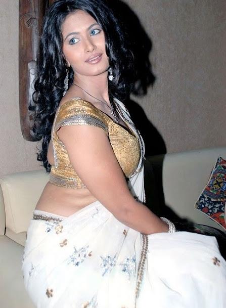 Divyaa Dwivedi hot