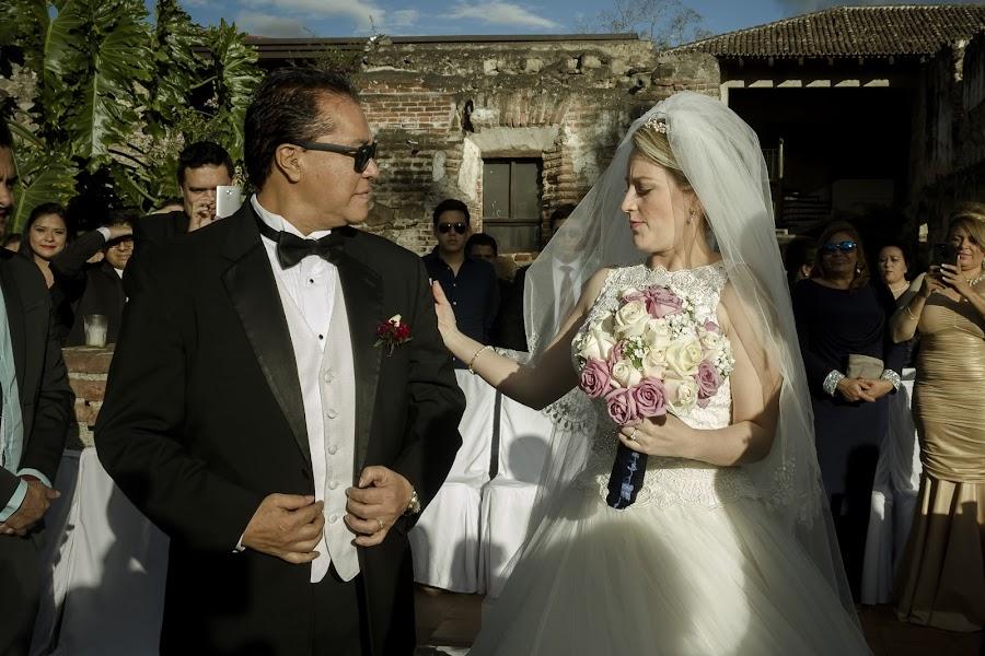 Wedding photographer William oswaldo Montepeque (williamontepeque). Photo of 13.07.2017