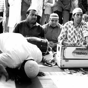 offering of music by Ravi Shankar - People Musicians & Entertainers ( music, prayer, musical prayer )