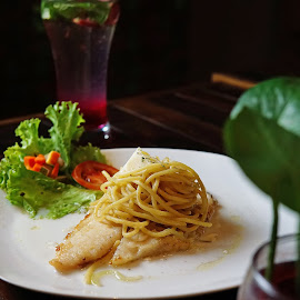 Spaghetti Dorry Fillet by Muhammad Wava Rasyadi - Food & Drink Plated Food ( food and drink, drinks, food photography, food, drink )