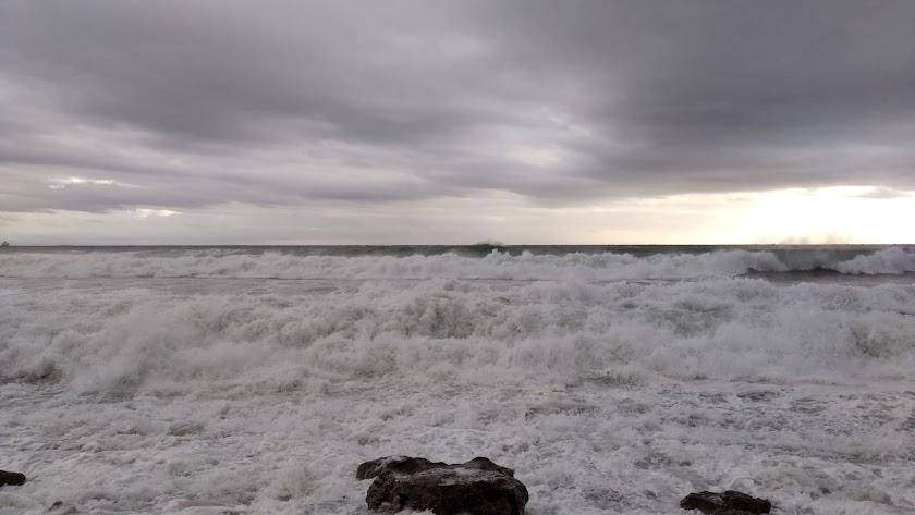 El viento provocó olas de hasta 4 metros en el Levante.