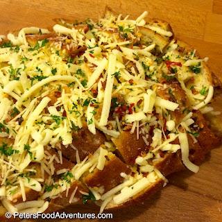 Easy Cheesy Garlic Pull-Apart Bread