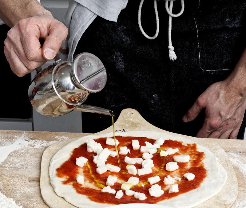 Preparazione della Pizza di Lorena li Lvclrn87p56b429o