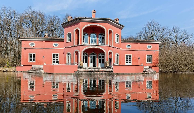 Villa with garden and terrace Rognano