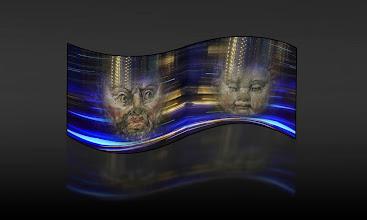 """Photo: Fotoobjekt Motion Polarity © Franz Immoos Amsterdam 2014 Bei den Arbeiten werden Abbildungen von Masken mit einem bewegten Hintergrund als """"Fotocollagen"""" miteinander kombiniert. Das Projekt besteht aus diesen Maskenbilder die in einer Mann-Frau Gegenüberstellung auf konkav - konvexen Plakatwänden angebracht werden"""