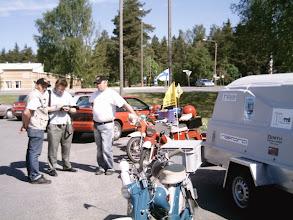 Photo: 2007.  1.kesäkuuta lähtötunnelmia Kalannin Neste huoltamon pihalla.