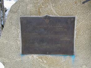 Photo: 21.Szczebel (Strzebel, 977 m n.p.m.). Pamiątkowa tablica poświęcona Janowi Pawłowi II, z której można się dowiedzieć, że przyszły papież był tutaj dwa razy w 1953 i 1955 r.