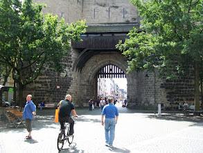 Photo: 2e Dag, vrijdag 17 juli 2009. Meerbush- Remagen Dag afstand: 109,2 km, Totaal gereden: 215 kmKeulen. Altstad