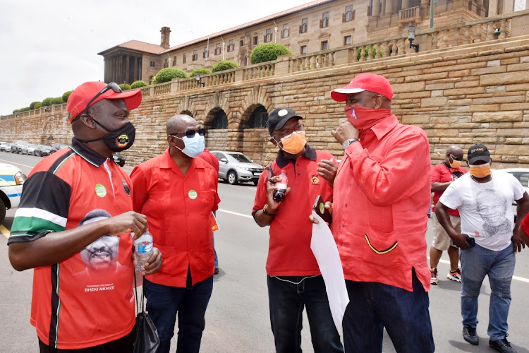 Senior union leaders confer at the Union Buildings, among them Cosatu's first deputy president Mike Shingange, Sadtu secretary Mugwena Maluleke and Cosatu secretary Bheki Ntshalintshali. File image.