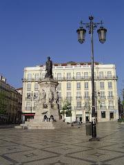 Visiter Place L. de Camões et Largo do Chiado