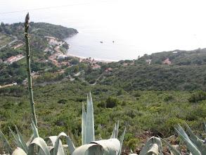 """Photo: Blick zurück auf die Pareti-Bucht, wo ich fast eine Woche """"Zimmer mit Aussicht"""" und Meeresrauschen genießen durfte."""