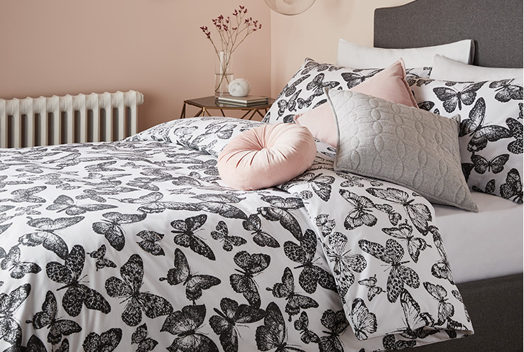 If you're wondering how often duvet covers and pillows need to be changed, Life & Style share useful tips on what to look out for when it comes to replacing your bedding.