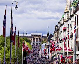 Photo: Day 218 / May 17, 2012 Norwegian Constitution Day Gratulerer med dagen!  5月17日はノルウェーの憲法記念日! この日は国中でお祝いをします。首都オスロでは王宮へ向かう子どものパレードを見ながら、アイスやホットドックを食べます。  地球の歩き方オスロ特派員ブログに当日の様子をアップしました。 http://tokuhain.arukikata.co.jp/oslo/2012/05/post_302.html  #creative366project