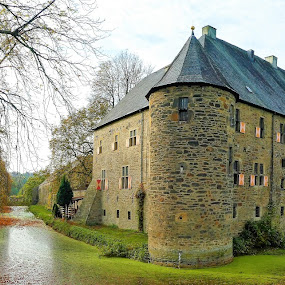 A castle with water channel at autumn day by Svetlana Saenkova - Buildings & Architecture Public & Historical ( nrw, castle, water channel, autumn colours, germany, autumn colors, autumn, tower, bochum )