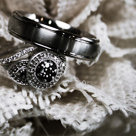The Rings by Rhonda Mullen - Wedding Details