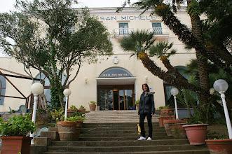 Photo: für 5 Tage mit Halbpension waren wir im Hotel San Michele, im Haus stehen mehrere Salons, eine Bar und ein klimatisiertes Restaurant mit herrlichem Panoramablick über den Golf von Sorrento zur Verfügung.
