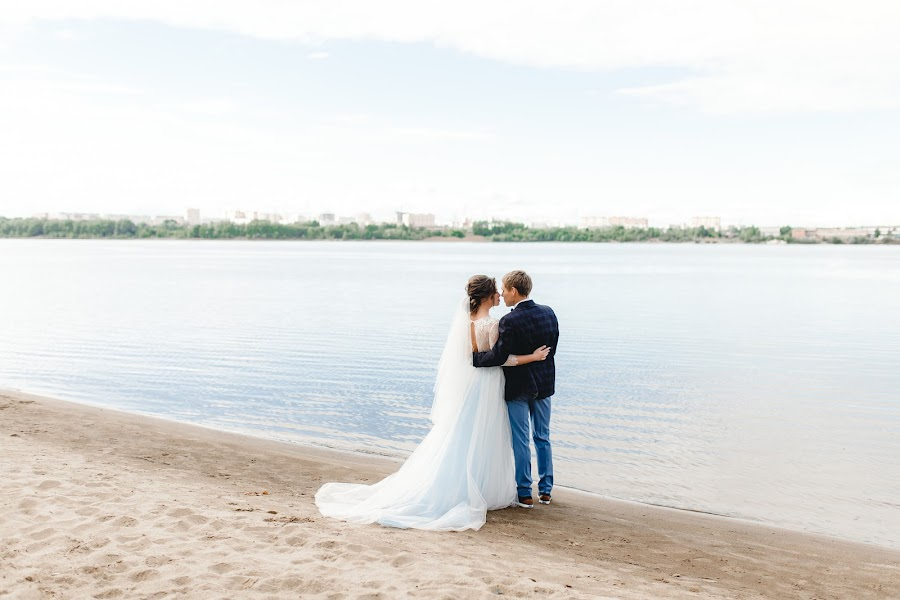 Wedding photographer Arina Batrakova (ArinaBat). Photo of 14.02.2019