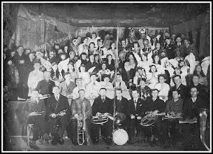Photo: Uczestnicy przedstawienia Jasełek (z domowego archiwum Rodziny Urbanów)