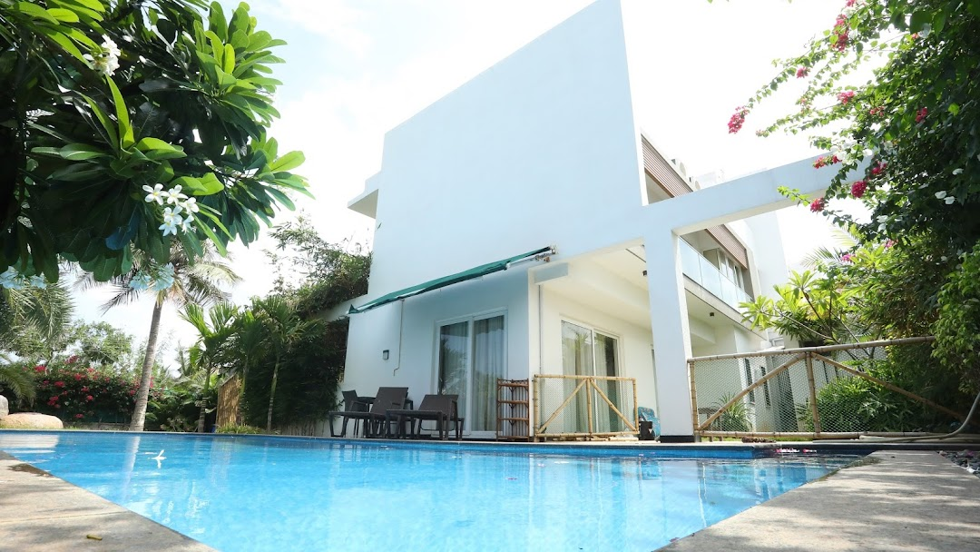 Coral Seaside villa with Swimming Pool (ECR Beach House) - Bed ...