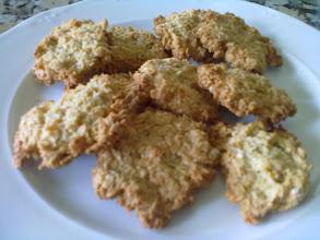 Photo: Elena y su versión de galletas del libro Postres Sin