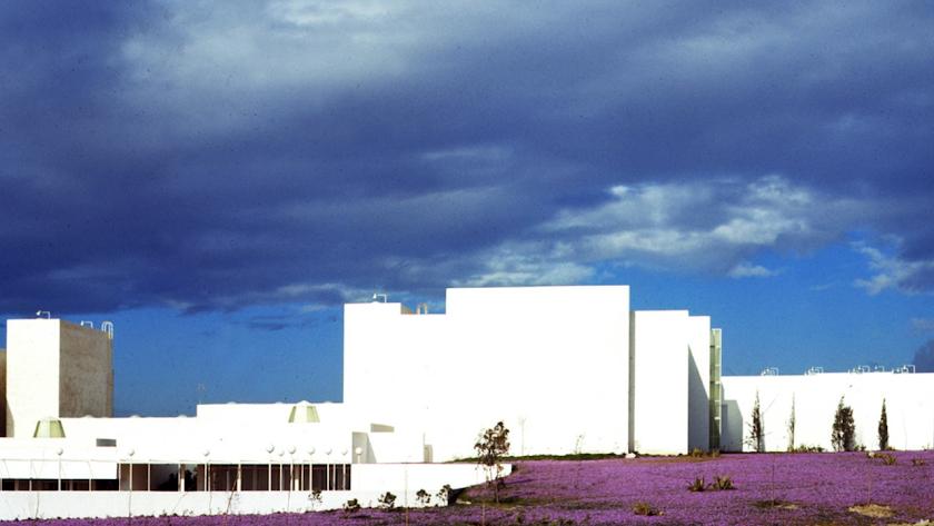 En este edificio actualmente se ubica el IES Sol de Portocarrero y la Residencia Carmen de Burgos (Foto: Carlos Pérez Siquier).