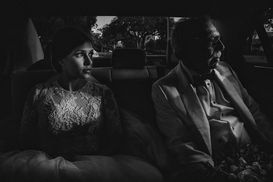 Wedding photographer Víctor Martí (victormarti). Photo of 17.08.2017