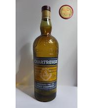 Photo: Une bouteille factice de Chartreuse Jaune, modèle années 1960, pour présentoirs et vitrines. Méfiez-vous des leurres ! (Merci à Thierry !)