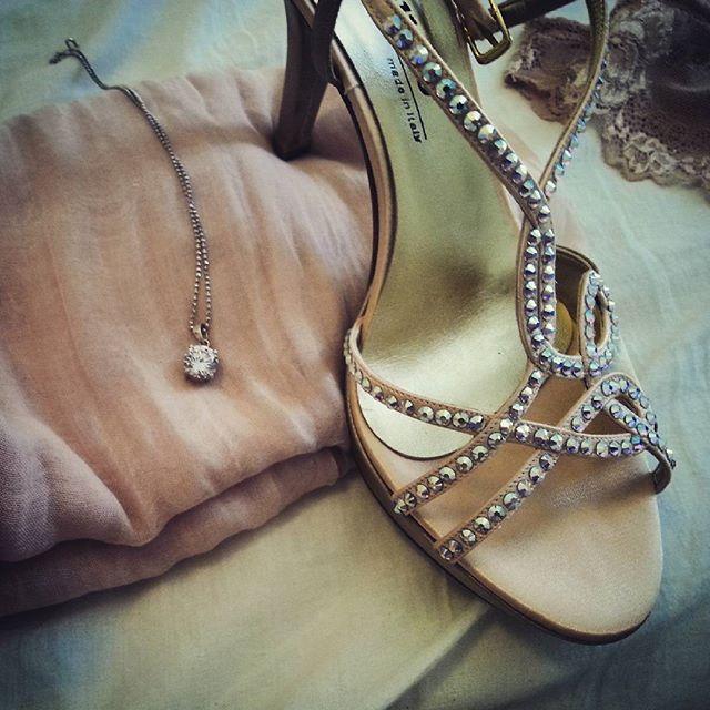 Cenerentola vanitosa non perde la scarpetta #newlook #fashionshoes #cenerentola al #ballo con la #scarpetta di #swarovski da non #perdere #fanculo il #principe   di naboo77