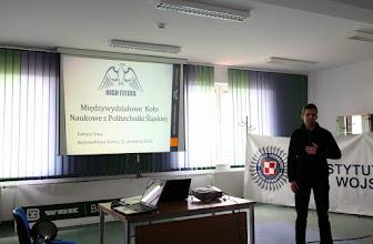 Photo: Tomasz Siwy prezentuje Międzywydziałowe Koło Naukowe High Flyers. To już nasza tradycja - trzeci raz z rzędu jesteśmy obecni na Warsztatach i opowiadamy o naszych projektach.