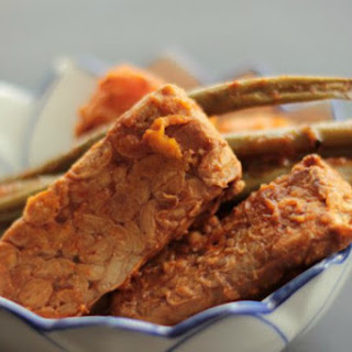 Smoky Slow Cooker Tempeh With Sweet Potato and Green Beans [Vegan, Gluten-Free]