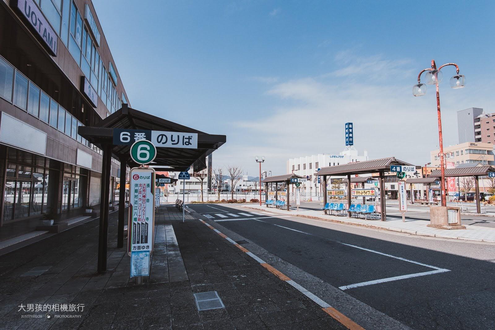 至第6月台搭乘長命寺線至「新町」站下車,即可抵達八幡堀。