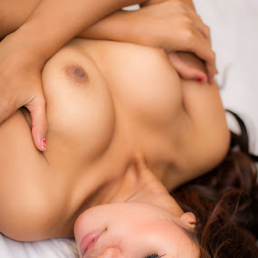Lay on the bed by IGN Ardian K - Nudes & Boudoir Artistic Nude