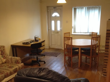 Centrally located 2 bedroom house to let
