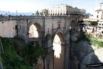 Photo: 11: El primer puente que se hizo en este lugar fue en 1735, en tiempos de Felipe V, era un gran arco de 35 m. de diámetro y tardaron solo 8 meses. Seis años más tarde se vino abajo y murieron 50 personas.