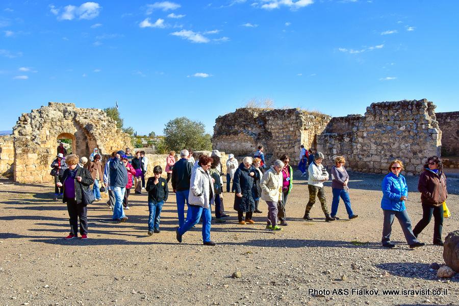 Экскурсия в Израиле на руинах в Хирбет Ярде.