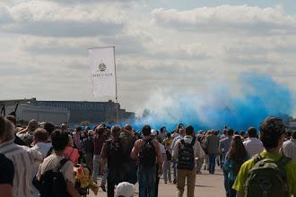 Photo: шестерка Альбатросов готовится на взлет с цветными дымами