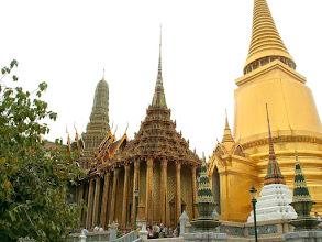 Photo: Bangkok, Wat Phra Kaew, Golden Chedi (Phra Sri Rattana Chedi) and Phra Mondop