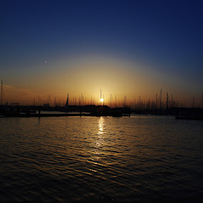 Sunset on the river by Simon Gilgallon - Landscapes Sunsets & Sunrises ( sailboats, sailing, sunset, marina, river )