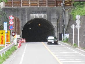 写真: さあトンネルを超えると「山伏峠」です