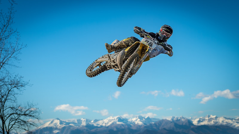 """Over the mountains"" di Mauro Rossi"