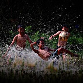 by 'Erizal Harnas' - Babies & Children Children Candids ( bola lumpur, ball, foot ball, children )