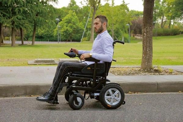 Người sử dụng xe lăn