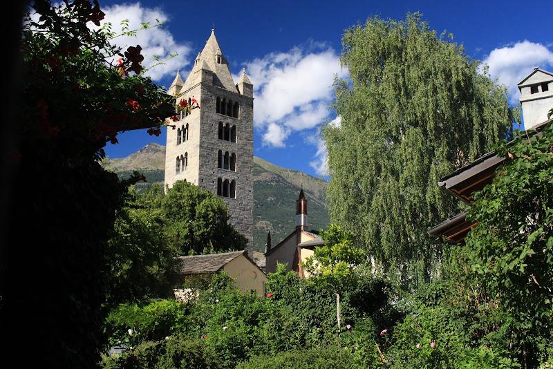 Torre tra le montagne di Simone
