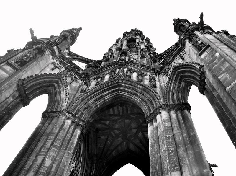 Edimburgo con il naso all'insù di Dario Marzanni