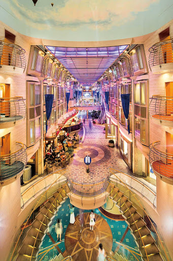 mariner-of-seas-royal-promenade-vertical2.jpg - The Royal Promenade on Mariner of the Seas.
