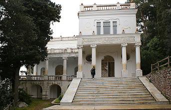 Photo: Villa Lysis oder Villa Fersen - Capri Die Villa, die auf Wunsch des französischen Grafen Jacques d'Adelsward Fersen 1905 erbaut wurde, bewahrt bis heute unverändert ihre romantische Prägung.