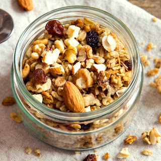 Autumn Muesli Recipe With Cranberries, Currants, and Apples.